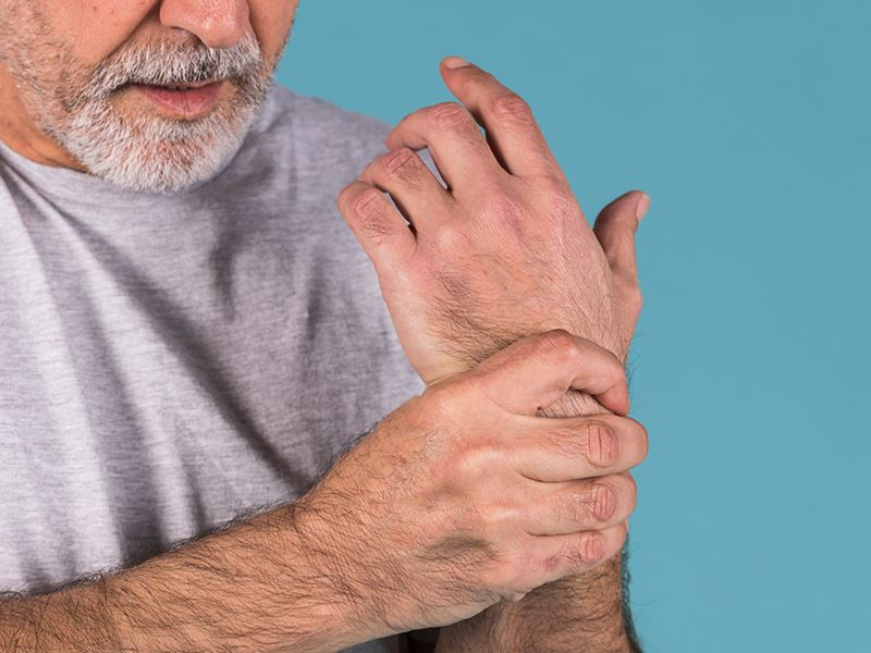 Joint inflammation & pain; Signs and remedies too soothe your elderly loved one's daily pain